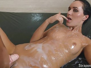Two lesbians get oiled up together