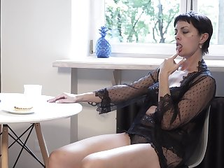 Mature divorcee Daryna is finger fucking wet pussy -carat the floor