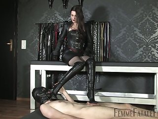 Latex sex games with such a voracious dominant bitch Victoria Valente