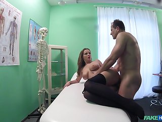 Hot patient Candy Alexa sought-after to regard fucked by her horny falsify